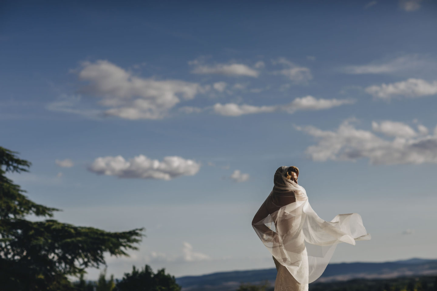 Wind :: Bride alone :: David Bastianoni wedding photographer