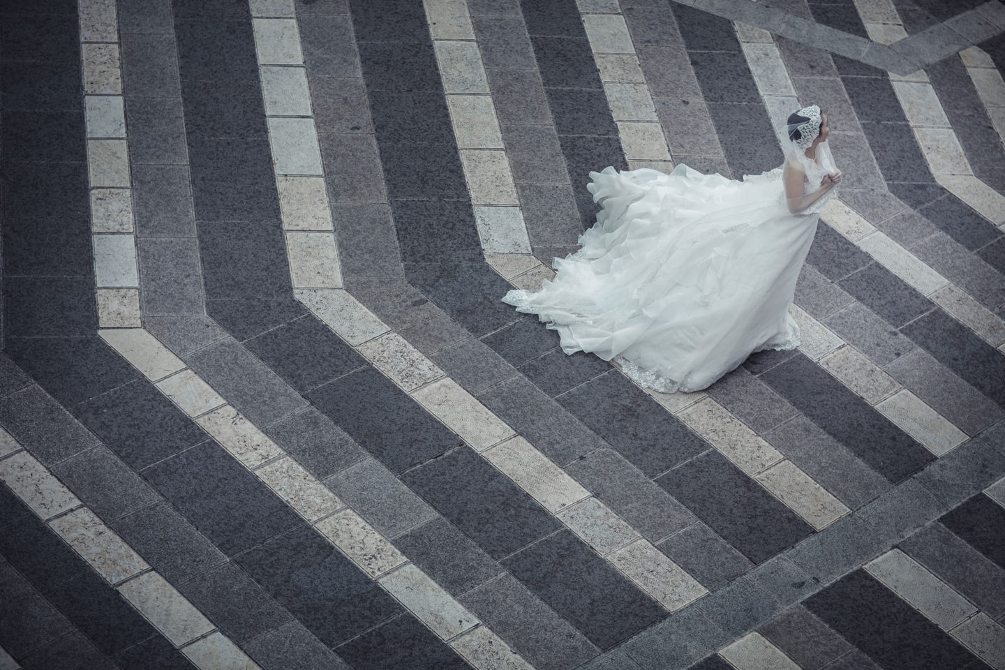 Linear :: Bride alone :: David Bastianoni wedding photographer