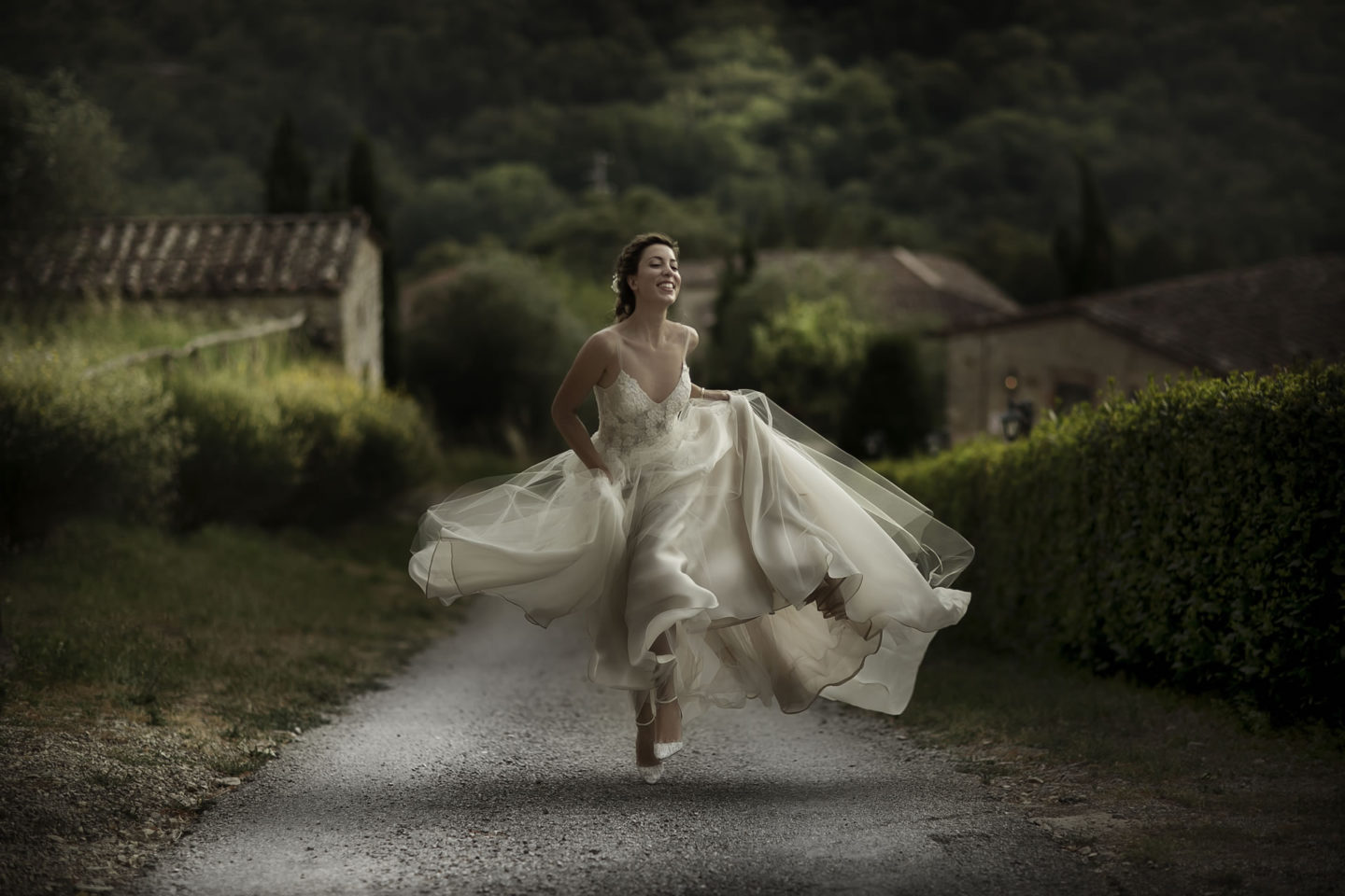Running :: Bride alone :: David Bastianoni wedding photographer