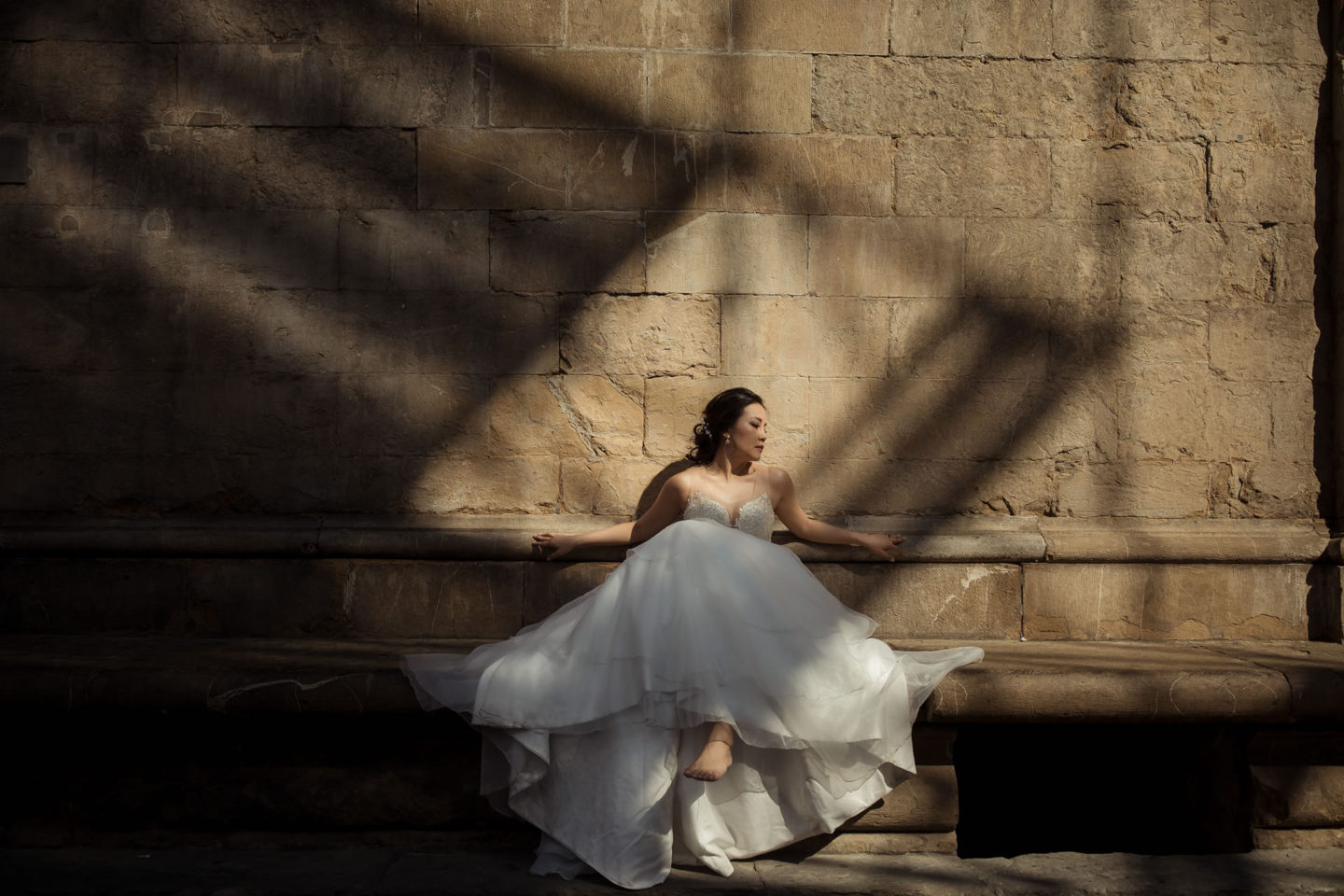 Barefooted :: Bride alone :: David Bastianoni wedding photographer