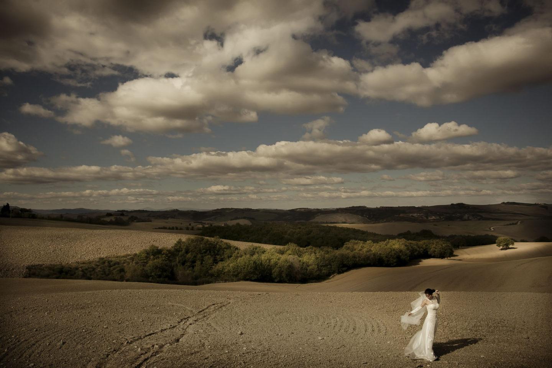 Countryside :: Bride alone :: David Bastianoni wedding photographer