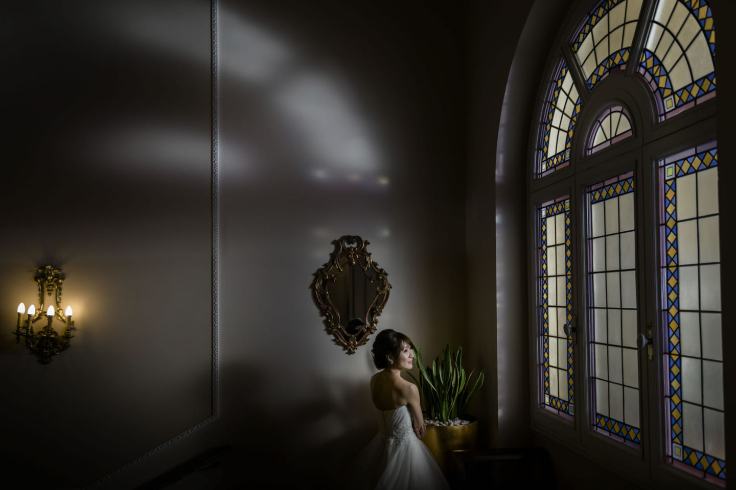 Window :: Bride alone :: David Bastianoni wedding photographer