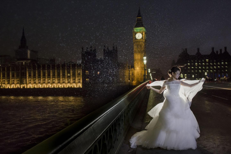 Night In The City :: Bride alone :: David Bastianoni wedding photographer