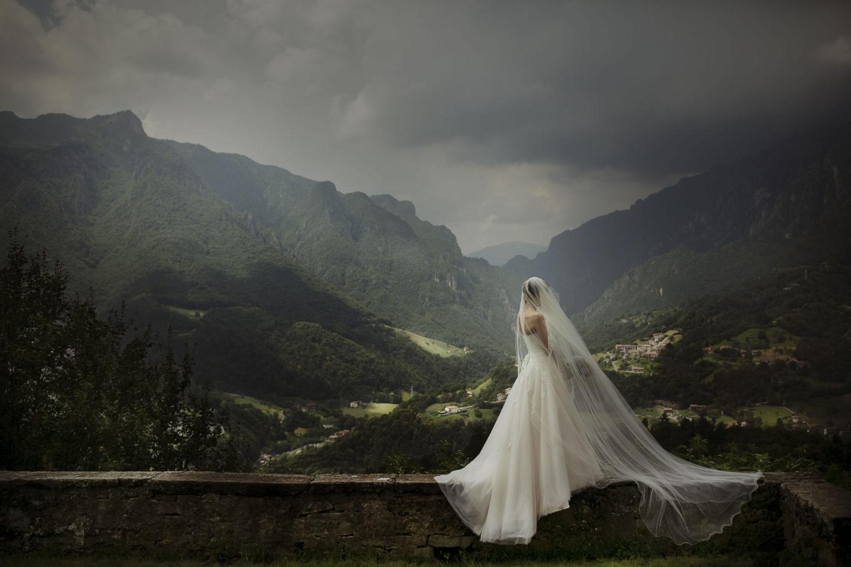 Painting :: Bride alone :: David Bastianoni wedding photographer