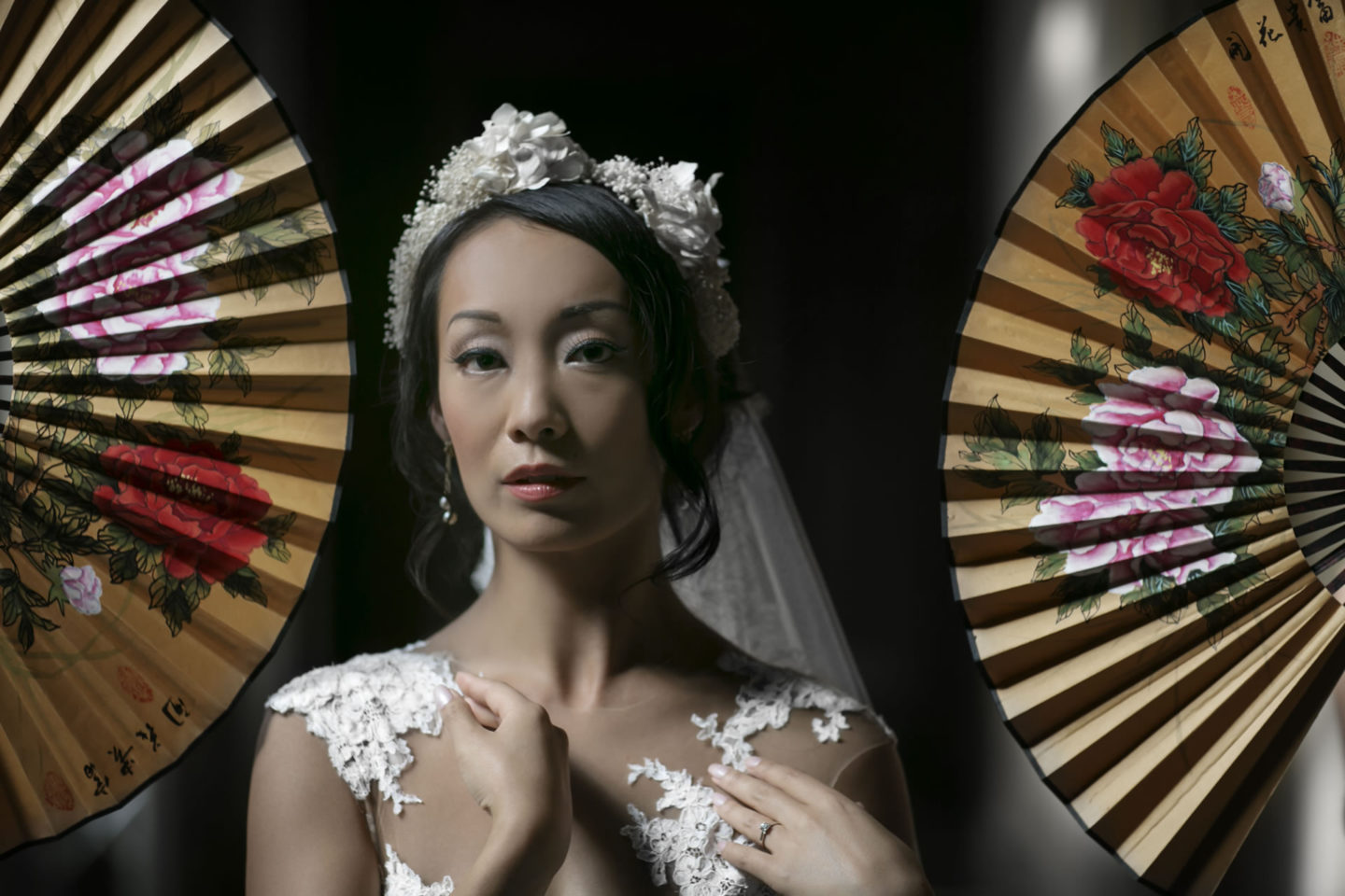 Japanese Fans :: Bride alone :: David Bastianoni wedding photographer
