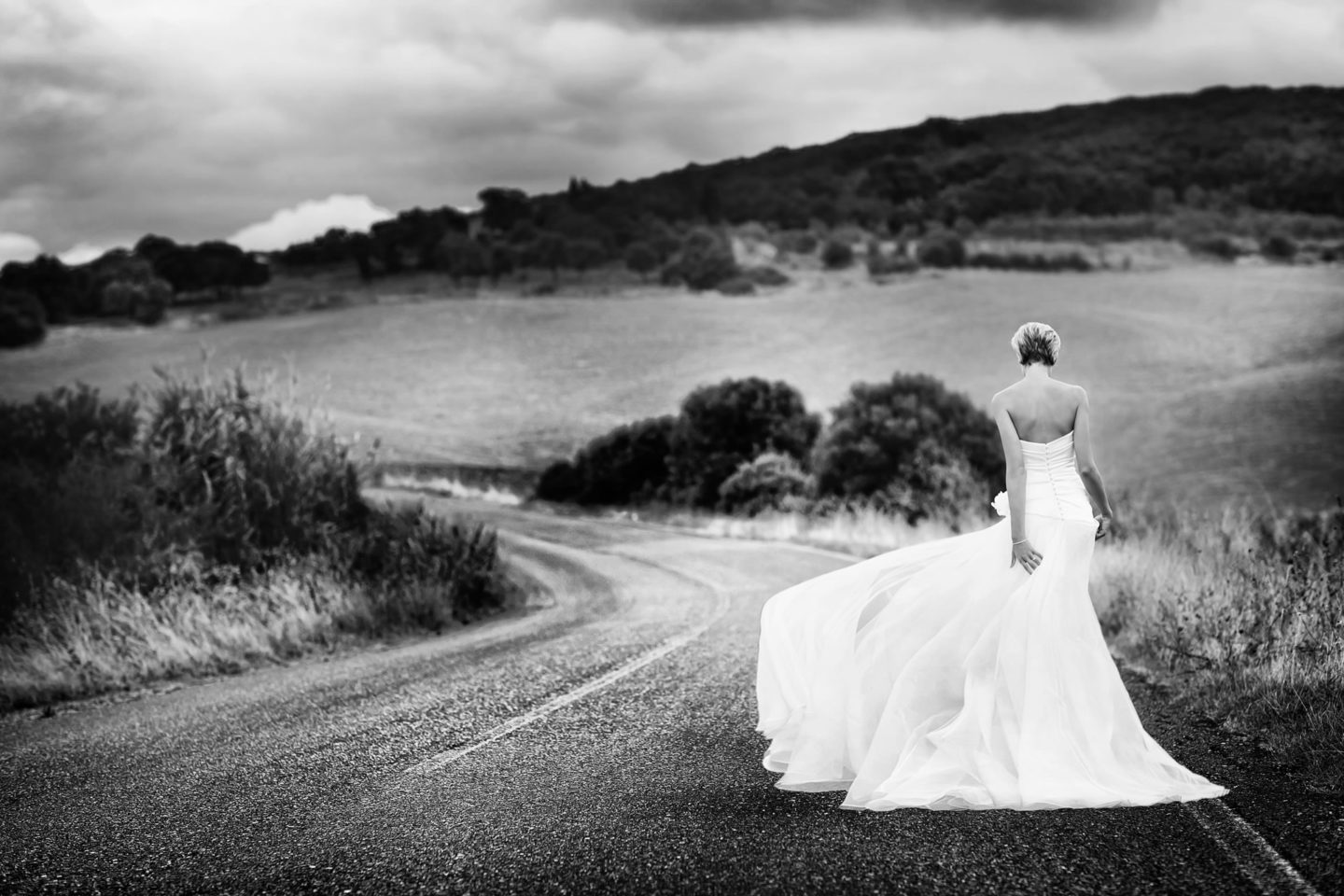 Country Road :: Bride alone :: David Bastianoni wedding photographer
