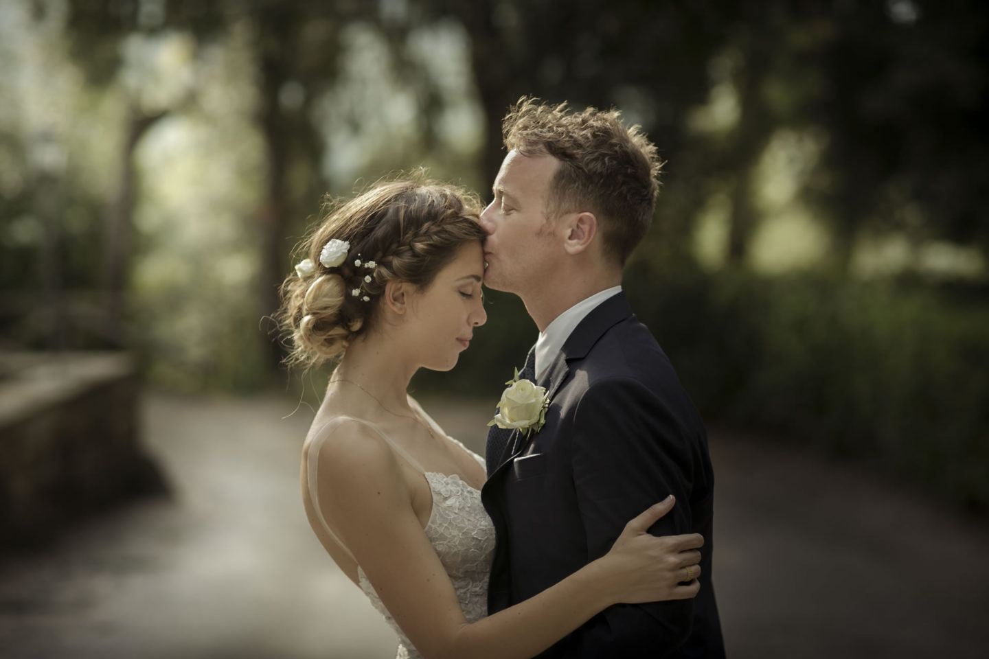 Kiss On The Forehead :: Bride and groom. Couple :: David Bastianoni wedding photographer
