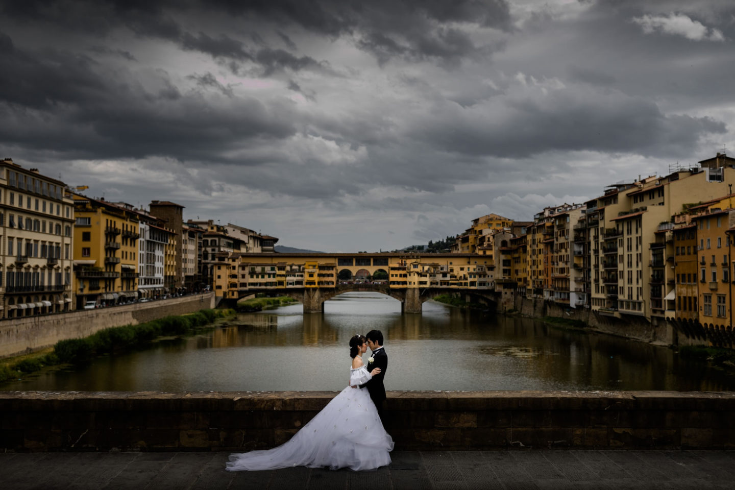 Citylife :: Bride and groom. Couple :: David Bastianoni wedding photographer