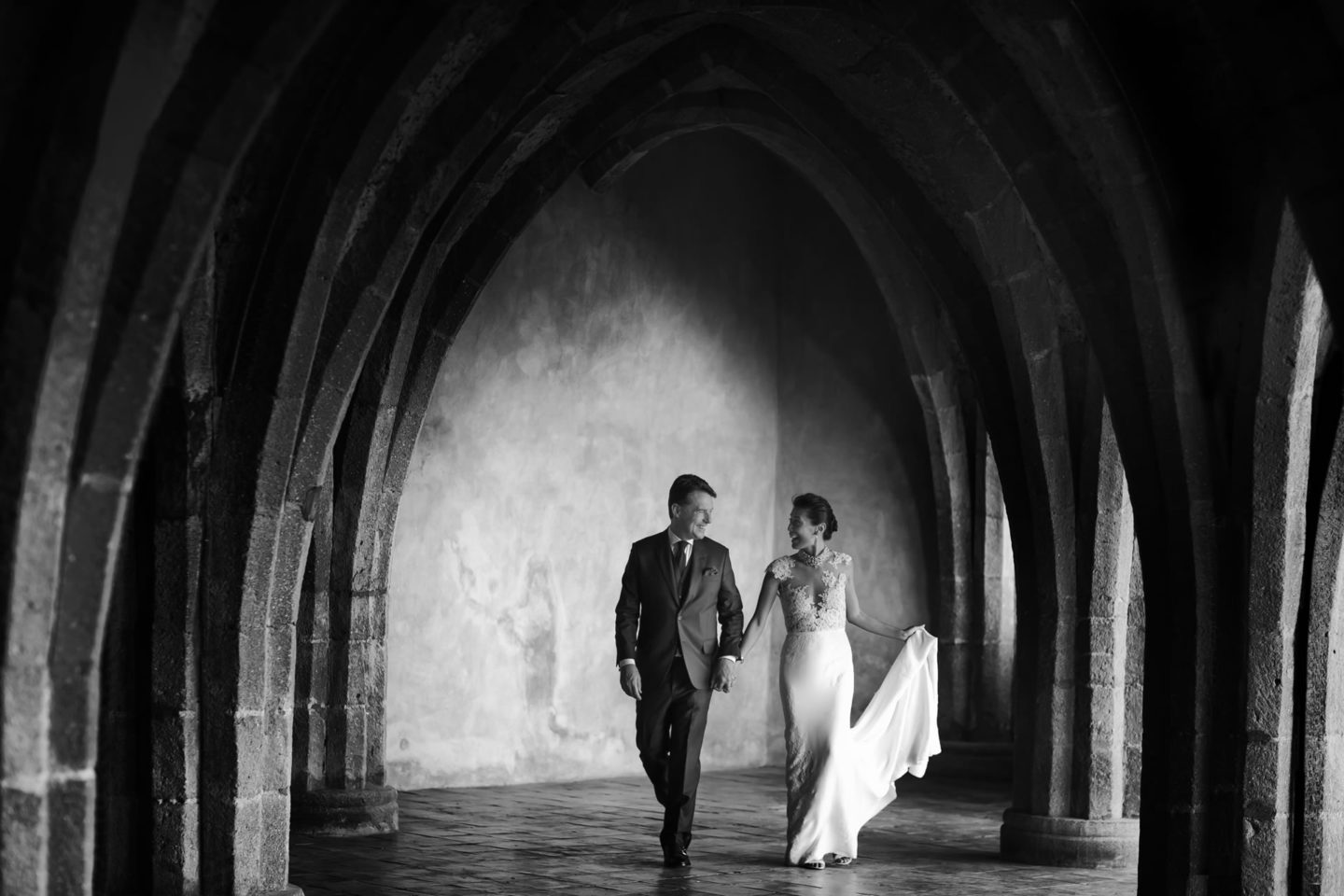 Walk :: Bride and groom. Couple :: David Bastianoni wedding photographer