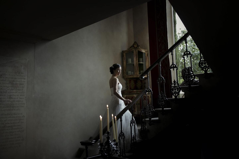 Stairs :: Getting ready :: David Bastianoni wedding photographer