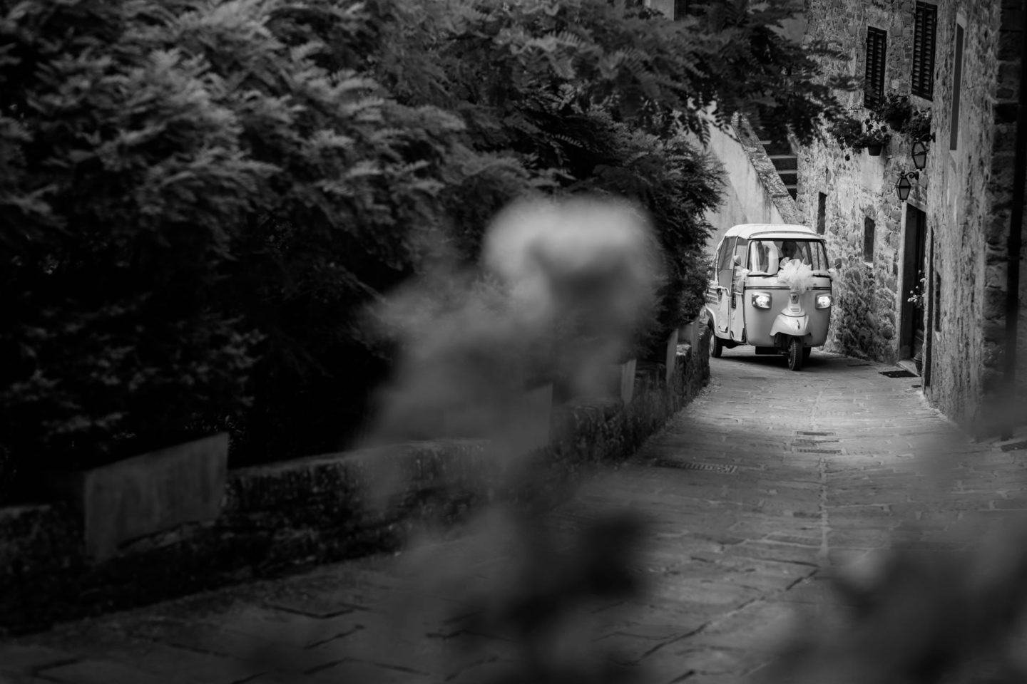 Car :: Amazing wedding day at Il Borro :: Luxury wedding photography - 14 :: Car