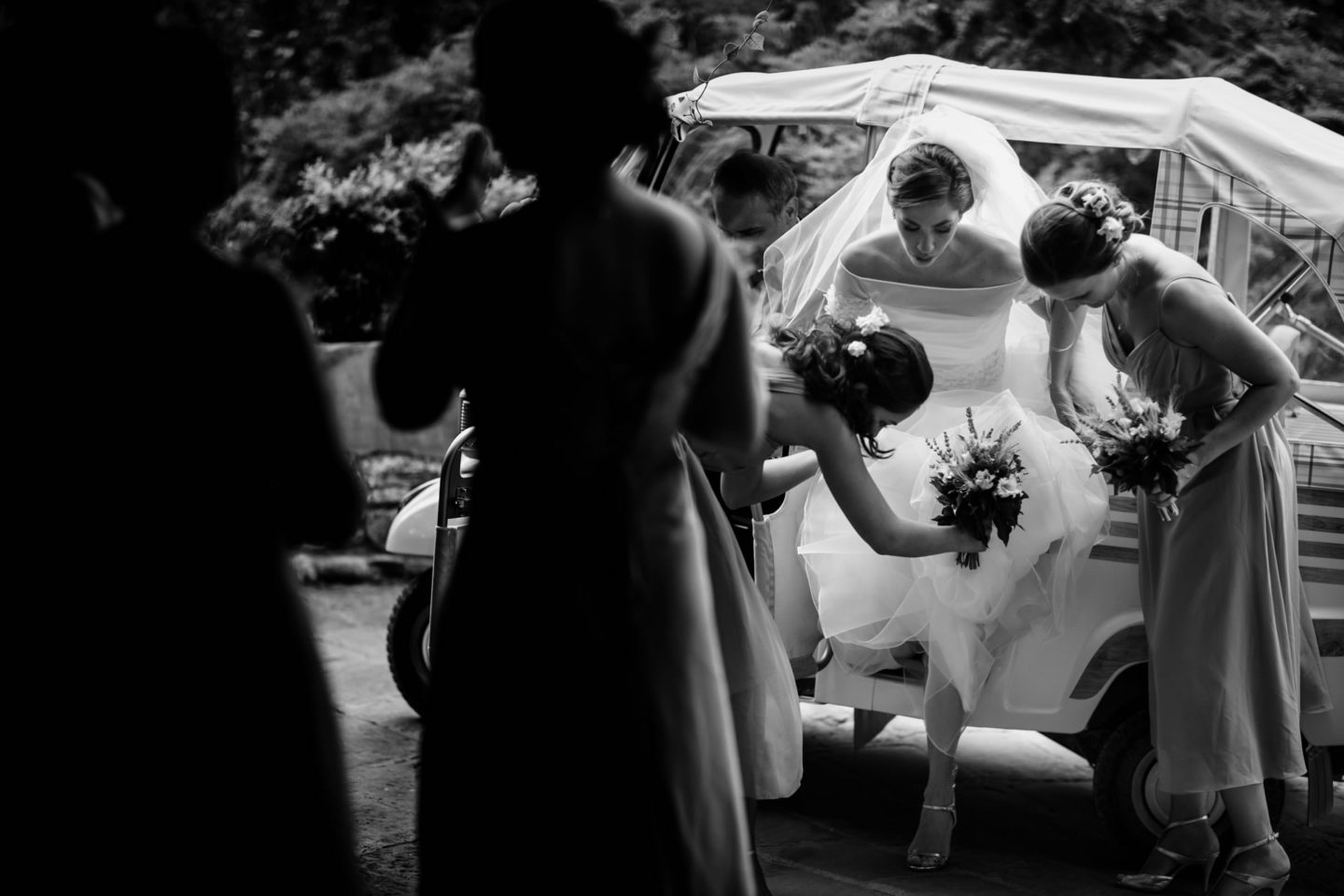 Arrival :: Amazing wedding day at Il Borro :: Luxury wedding photography - 15 :: Arrival