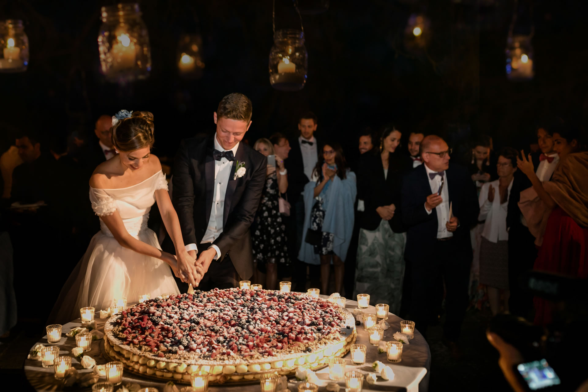 Cake Cut - 49 :: Amazing wedding day at Il Borro :: Luxury wedding photography - 48 :: Cake Cut - 49