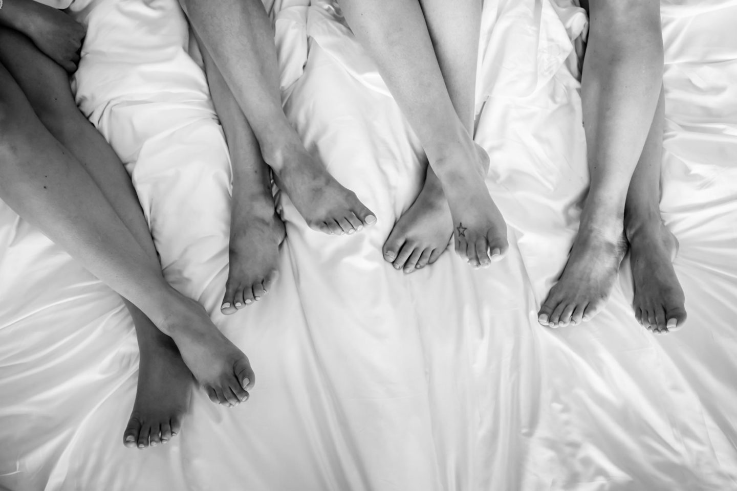 Feet :: Crazy wedding at Vincigliata Castle and Villa San Michele :: Luxury wedding photography - 6 :: Feet
