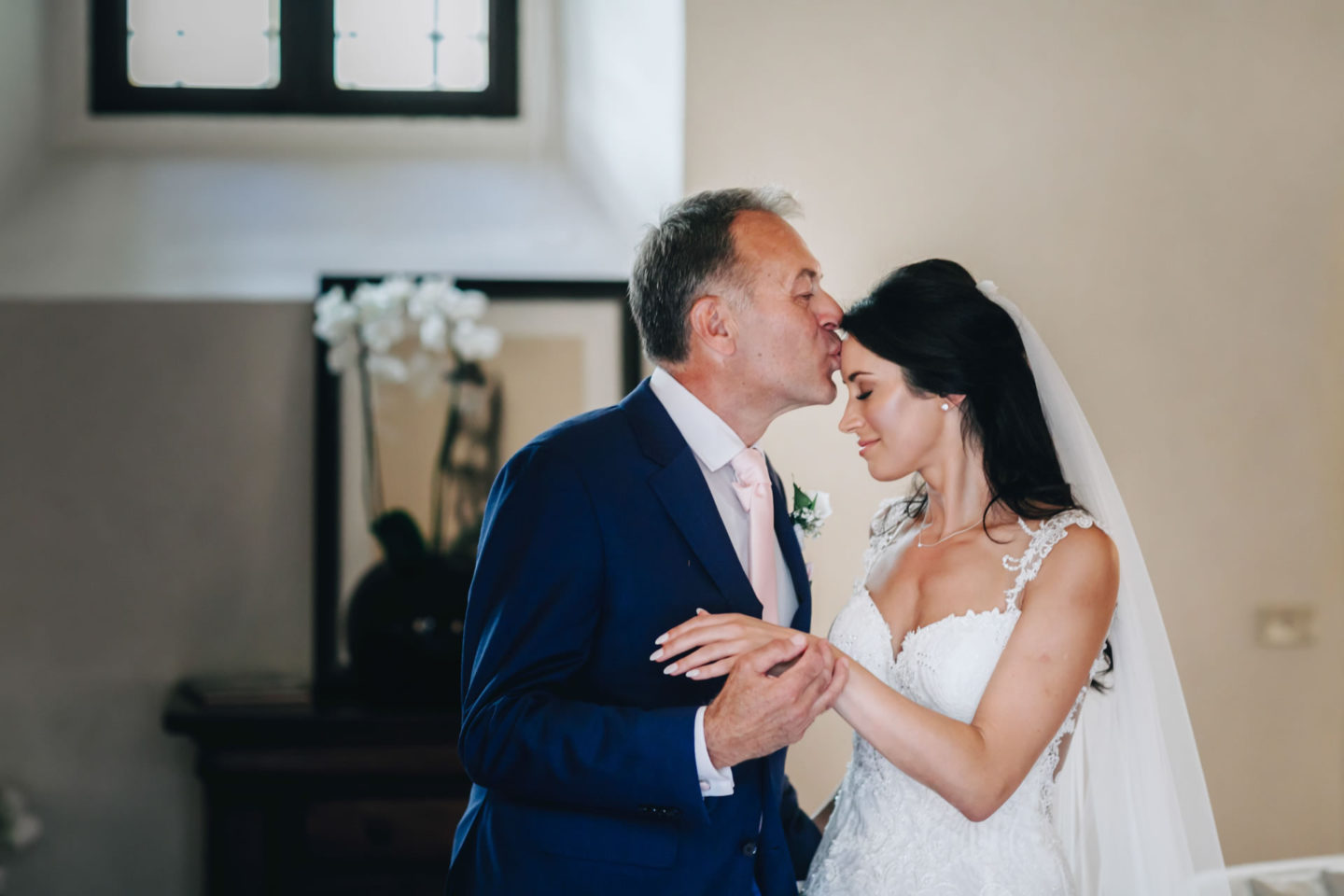 Father :: Crazy wedding at Vincigliata Castle and Villa San Michele :: Luxury wedding photography - 10 :: Father