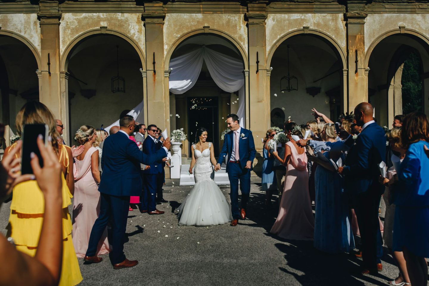 Petals :: Crazy wedding at Vincigliata Castle and Villa San Michele :: Luxury wedding photography - 18 :: Petals