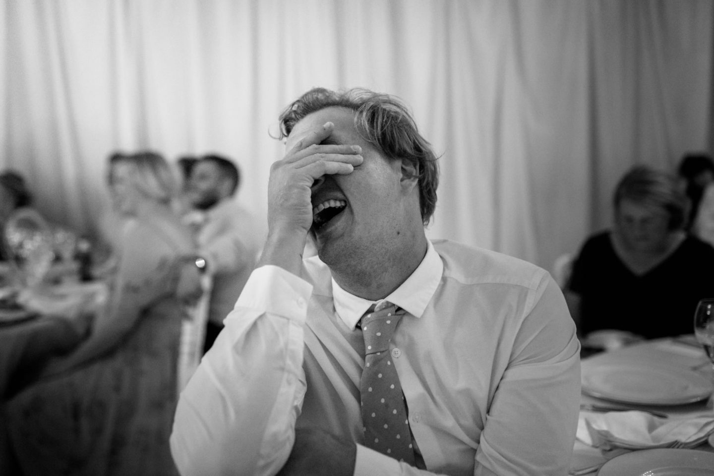 Laugh :: Crazy wedding at Vincigliata Castle and Villa San Michele :: Luxury wedding photography - 49 :: Laugh