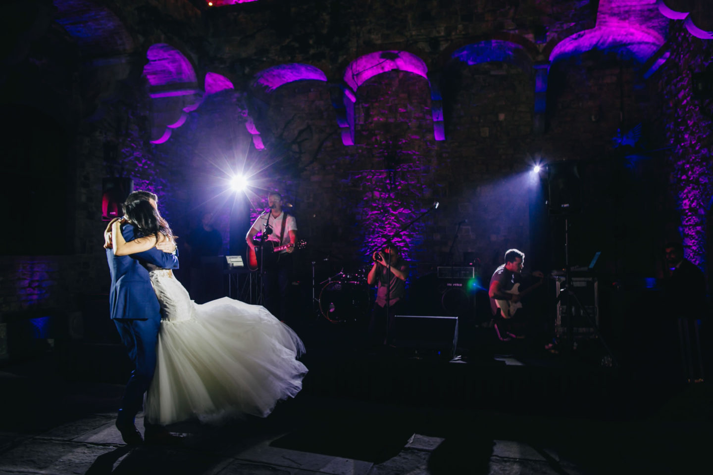 Firt Dance :: Crazy wedding at Vincigliata Castle and Villa San Michele :: Luxury wedding photography - 53 :: Firt Dance
