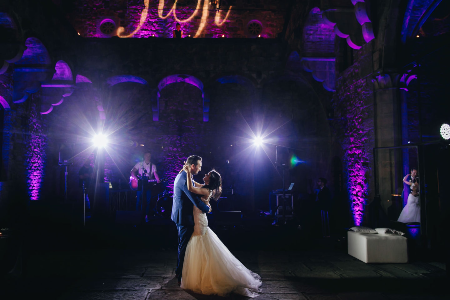 Purple :: Crazy wedding at Vincigliata Castle and Villa San Michele :: Luxury wedding photography - 54 :: Purple
