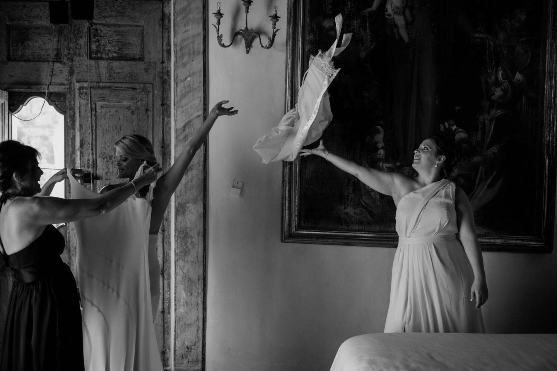 Veil :: Wedding in Positano. Sea and love :: Luxury wedding photography - 16 :: Veil