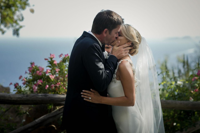 Kiss :: Wedding in Positano. Sea and love :: Luxury wedding photography - 25 :: Kiss
