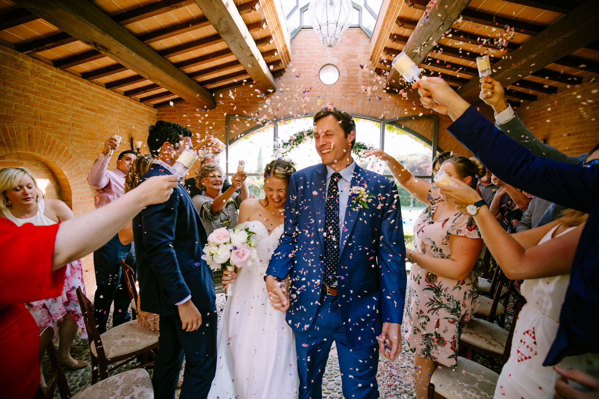 Confetti - 18 :: Wedding in Perugia countryside. Jean and Toby :: Luxury wedding photography - 17 :: Confetti - 18