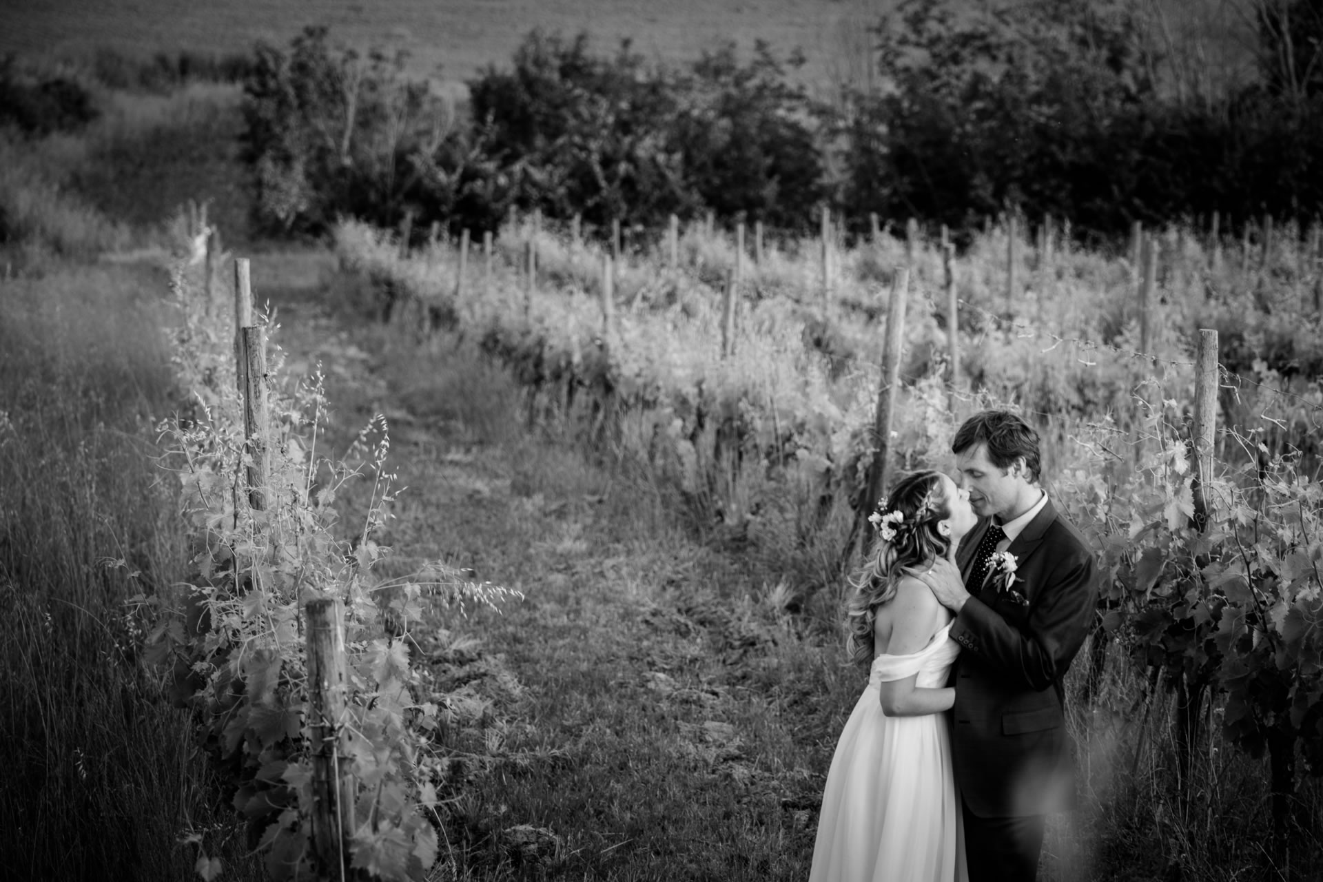 Kiss - 41 :: Wedding in Perugia countryside. Jean and Toby :: Luxury wedding photography - 40 :: Kiss - 41