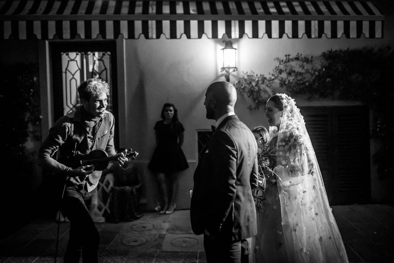 Guitar :: Luxury wedding at Il Borro :: Luxury wedding photography - 41 :: Guitar
