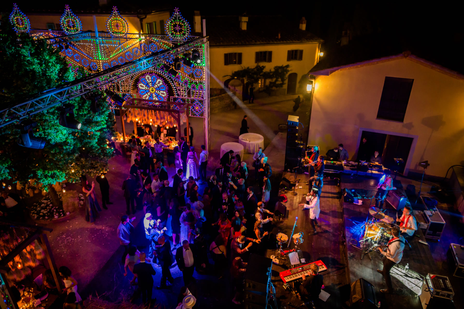 Musician - 74 :: Luxury wedding at Il Borro :: Luxury wedding photography - 73 :: Musician - 74