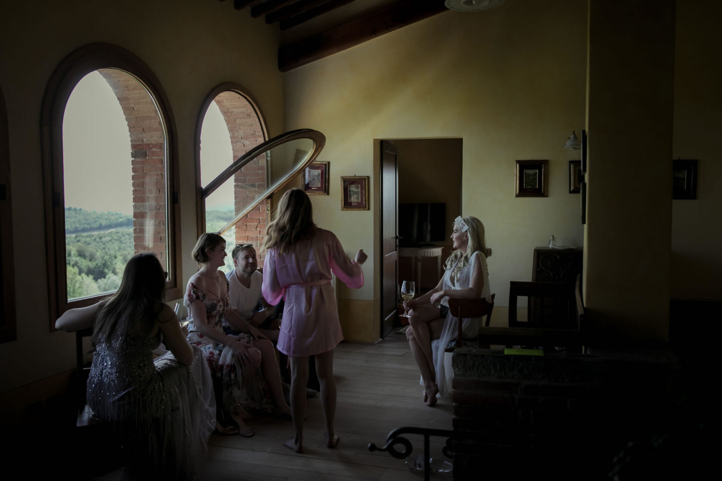 Friends :: Exciting wedding in the countryside of Siena :: Luxury wedding photography - 1 :: Friends