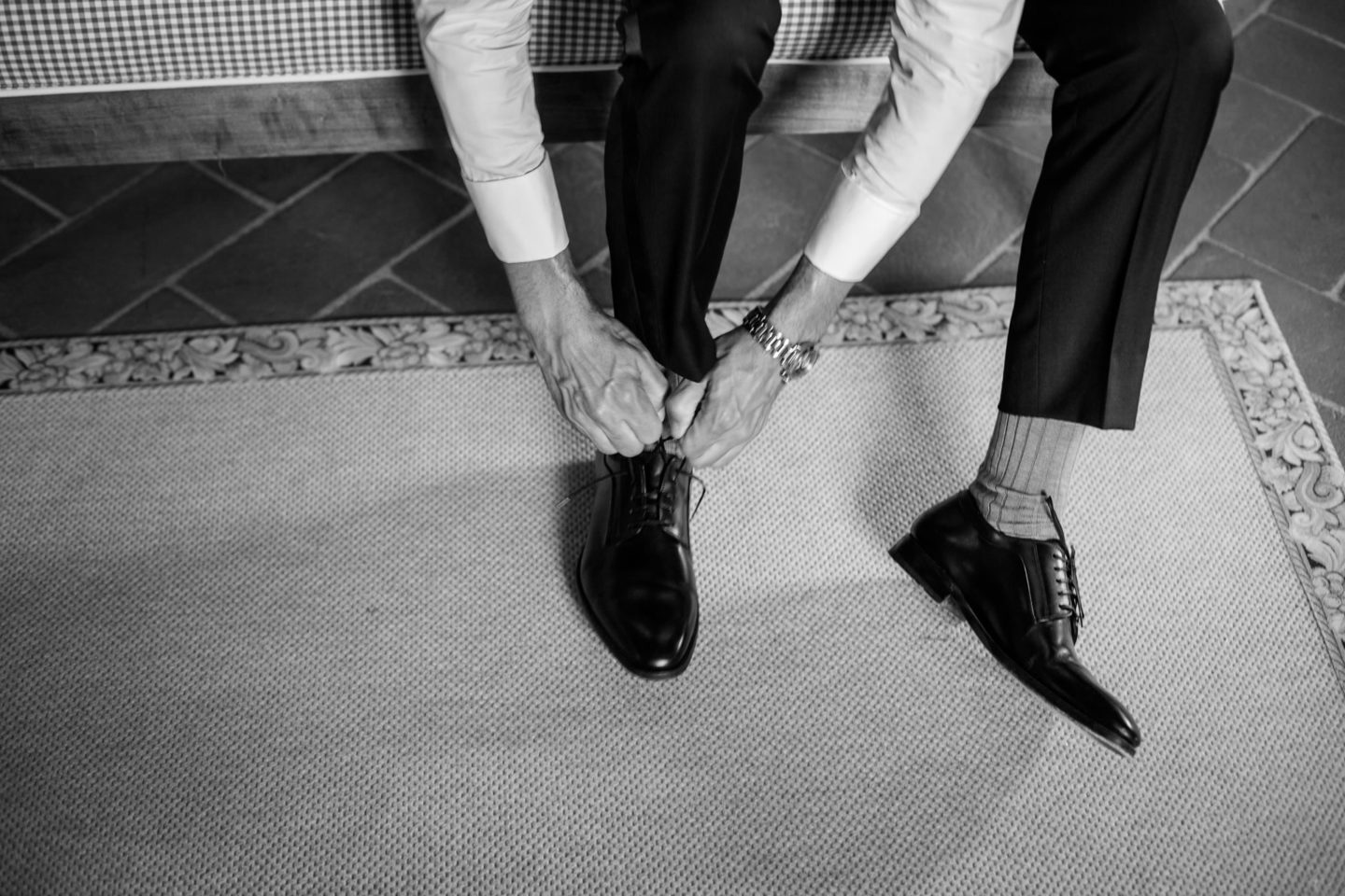 Shoes :: Exciting wedding in the countryside of Siena :: Luxury wedding photography - 4 :: Shoes