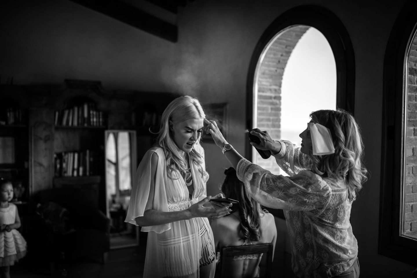 Hairs :: Exciting wedding in the countryside of Siena :: Luxury wedding photography - 7 :: Hairs