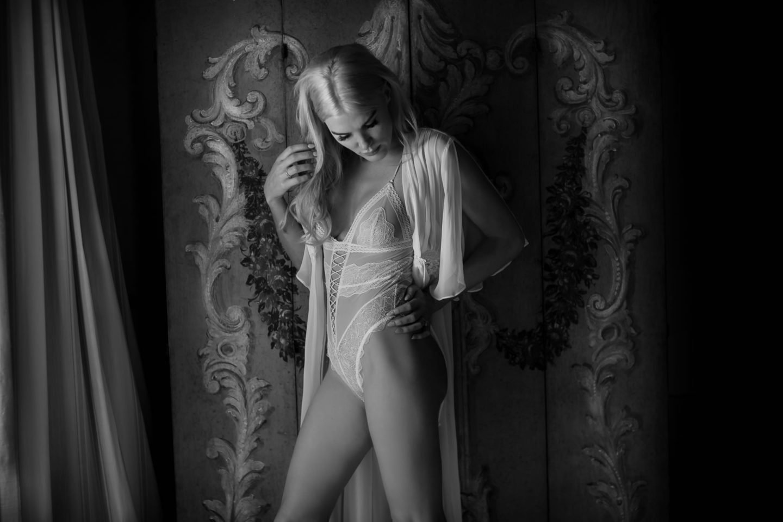 Underwear :: Exciting wedding in the countryside of Siena :: Luxury wedding photography - 10 :: Underwear