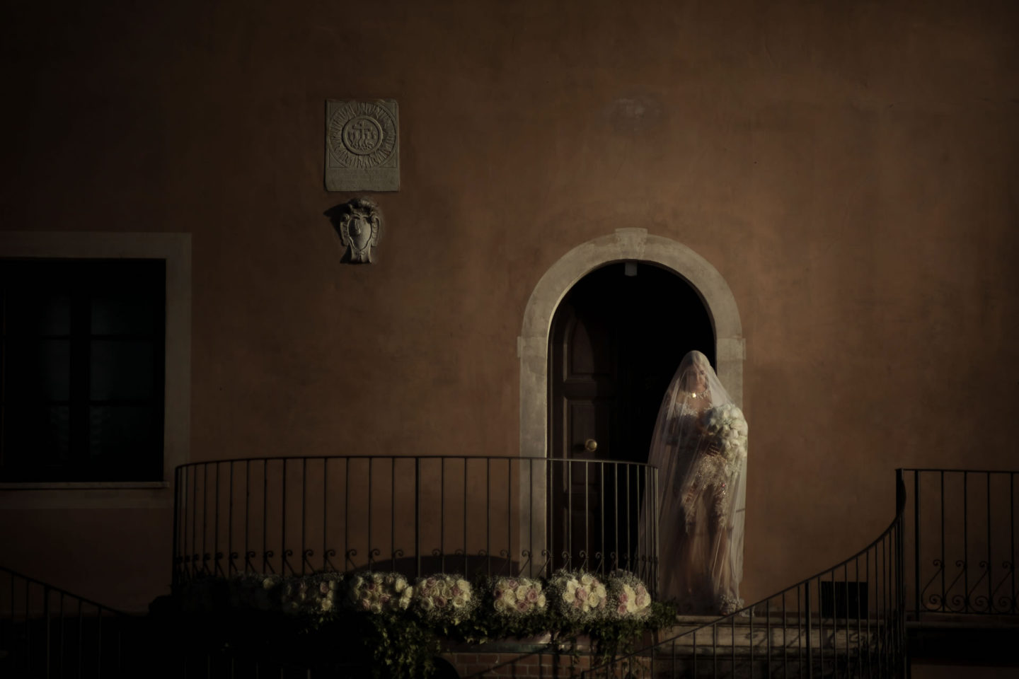 Bride :: Exciting wedding in the countryside of Siena :: Luxury wedding photography - 31 :: Bride