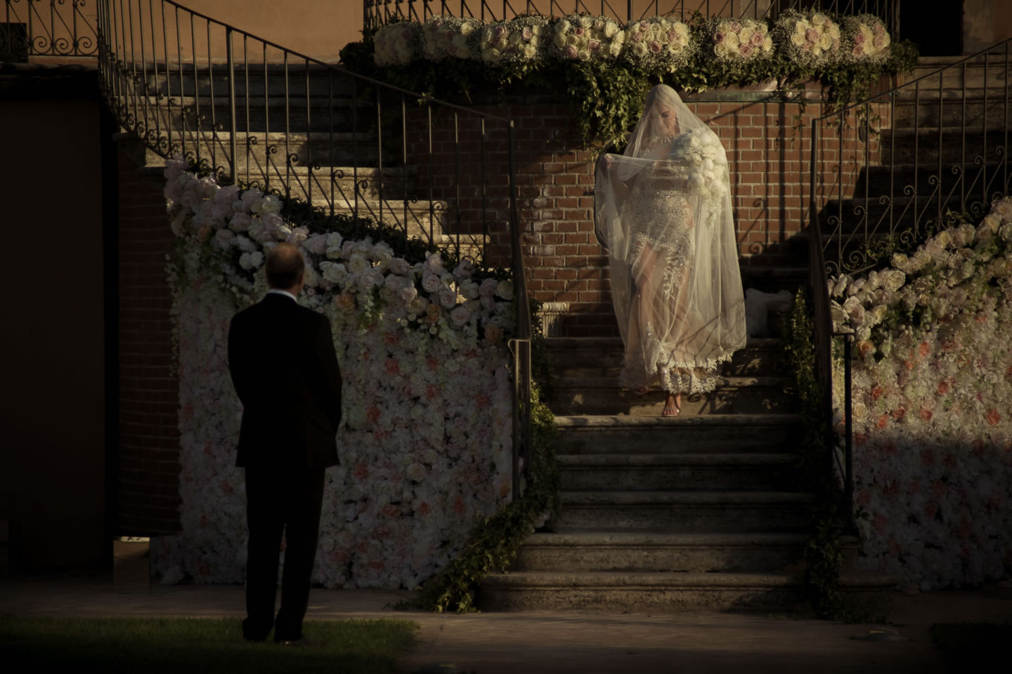 Entrance :: Exciting wedding in the countryside of Siena :: Luxury wedding photography - 33 :: Entrance