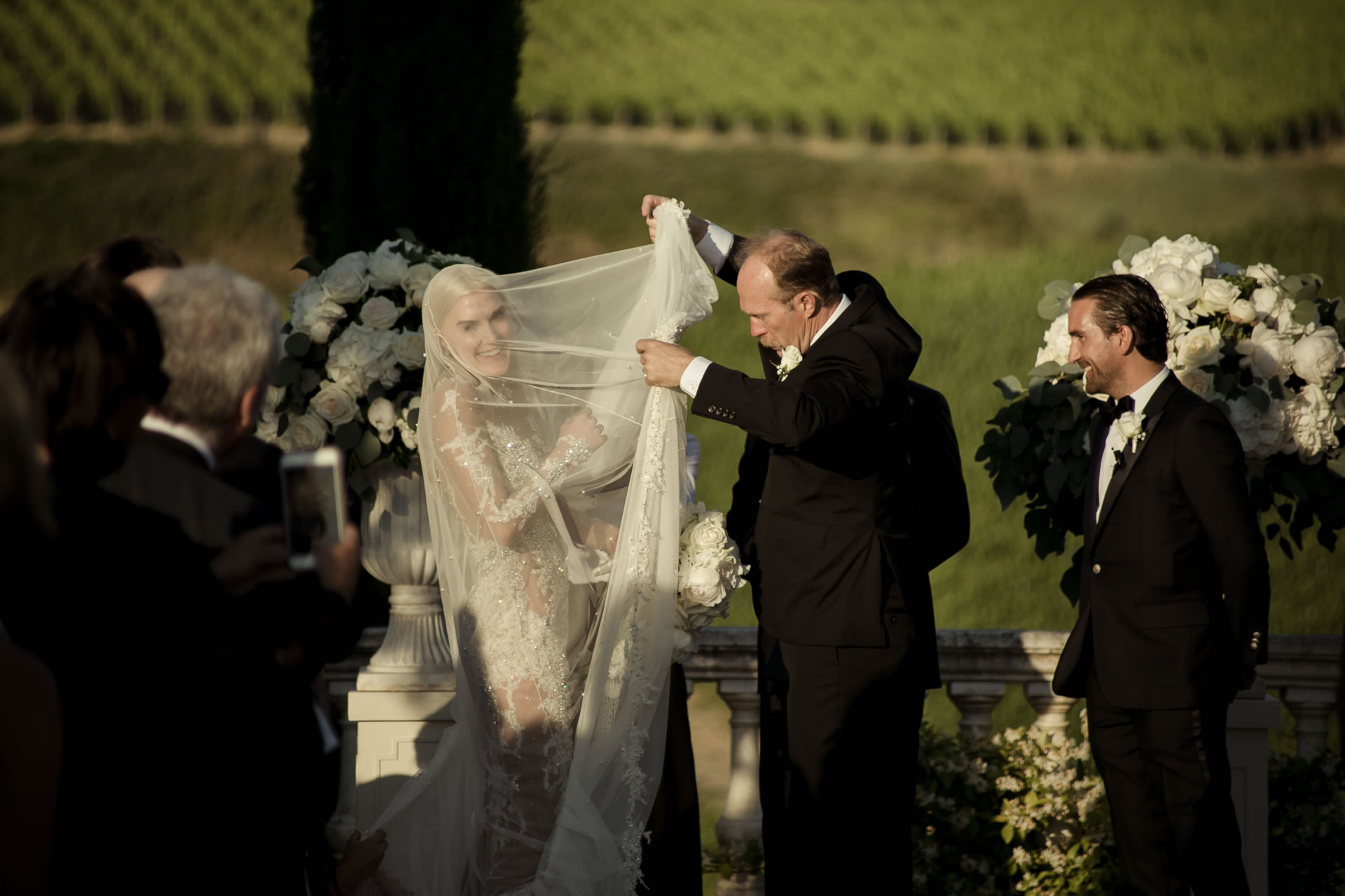 Laugh - 37 :: Exciting wedding in the countryside of Siena :: Luxury wedding photography - 36 :: Laugh - 37
