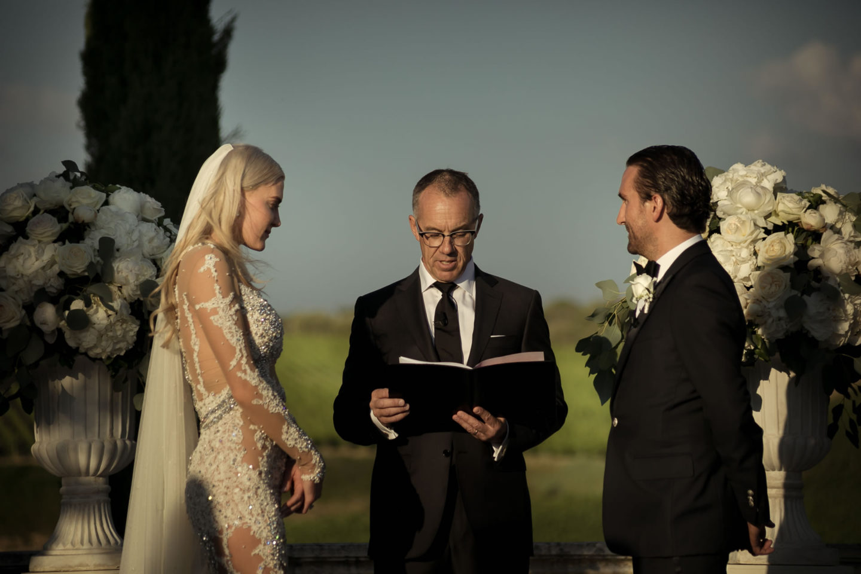 Cerimony :: Exciting wedding in the countryside of Siena :: Luxury wedding photography - 37 :: Cerimony