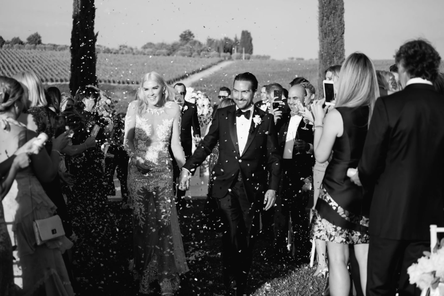 Rice - 42 :: Exciting wedding in the countryside of Siena :: Luxury wedding photography - 41 :: Rice - 42