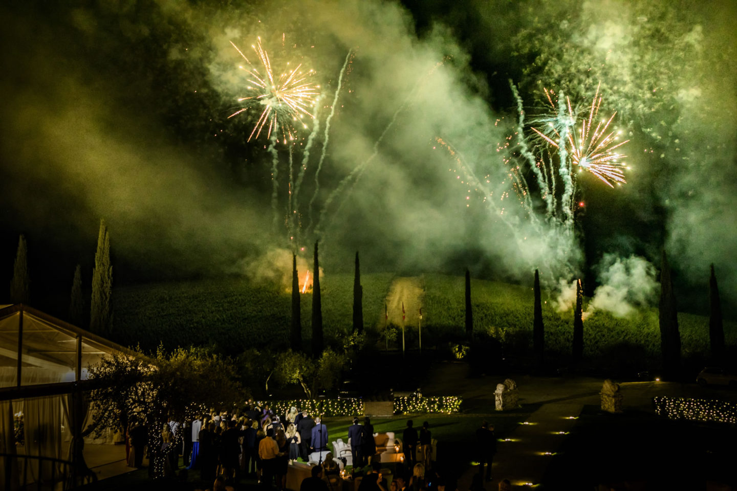 Fireworks :: Exciting wedding in the countryside of Siena :: Luxury wedding photography - 61 :: Fireworks