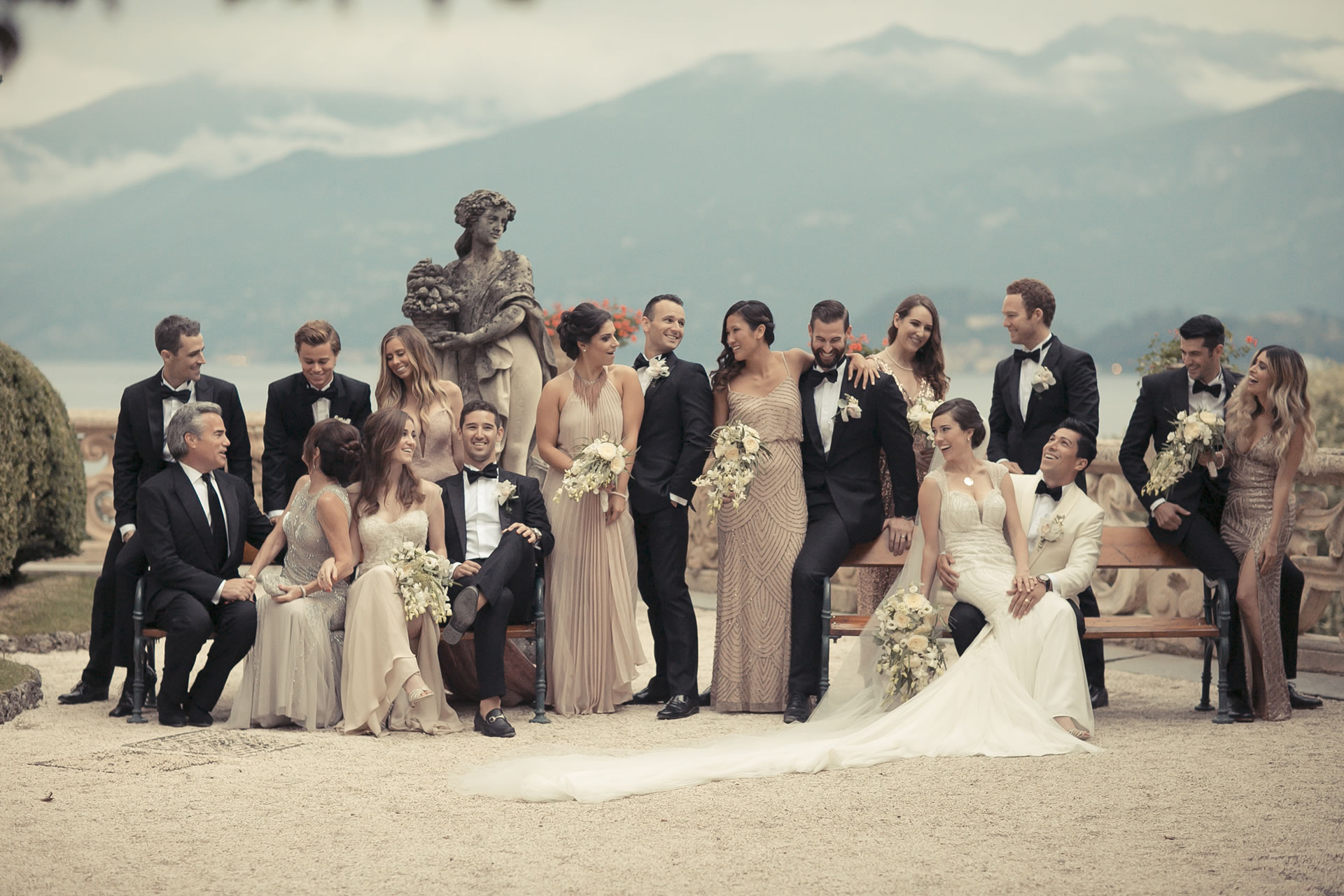 - 17 :: Group's portrait: what remains of that day :: Luxury wedding photography - 16 ::  - 17