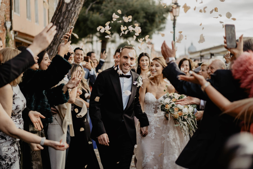 White lagoon: the poetics of a wedding in Venice :: 42
