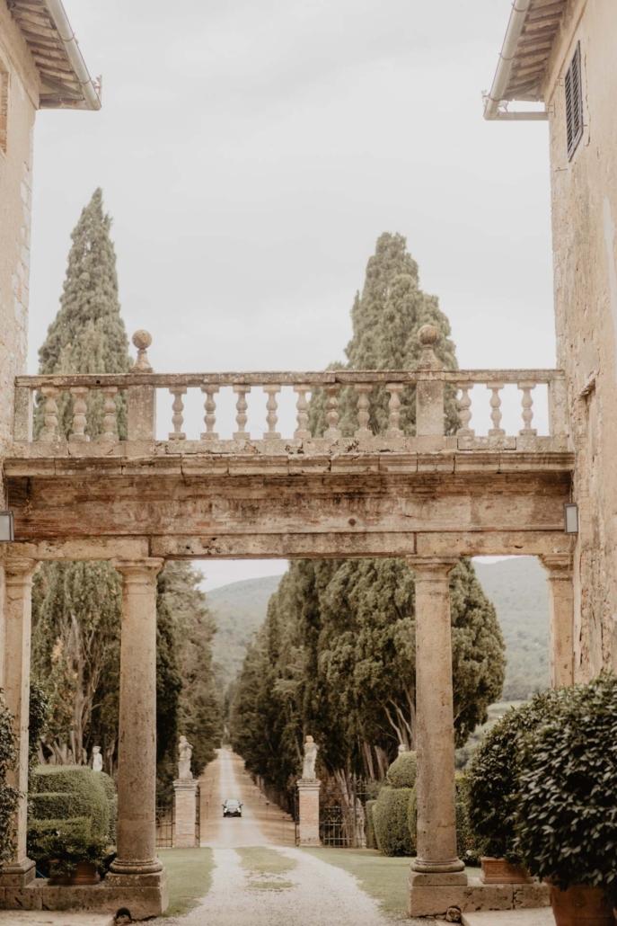 A wedding at Stomennano, blending fashion and drama :: 4