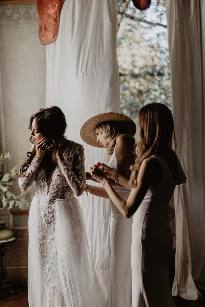 A wedding at Stomennano, blending fashion and drama :: 34